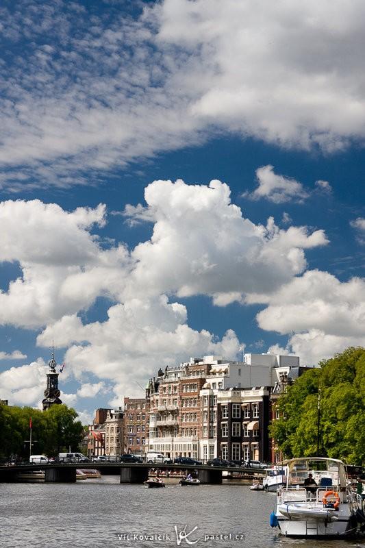 Amsterdam s polarizačním filtrem. Canon EOS 40D, Canon EF-S 18–55 mm F3,5–5,6, 1/200 s, F8,0, ISO 200, ohnisko 50 mm.
