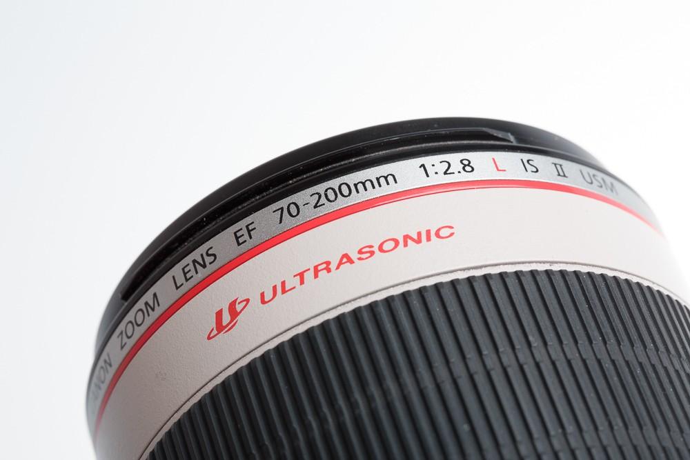 Canon EF 70-200mm f/2.8L IS II USM používající USM motorek a optický stabilizátor. V názvu také vidíte, že se už jedná u druhou verzi tohoto objektivu.