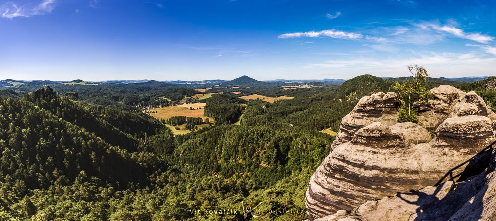 Panorama složené z pěti fotografií. Canon 5D Mark III, Canon EF 16-35/2.8 II, různý čas, f/13, ISO 100, ohnisko 16 mm