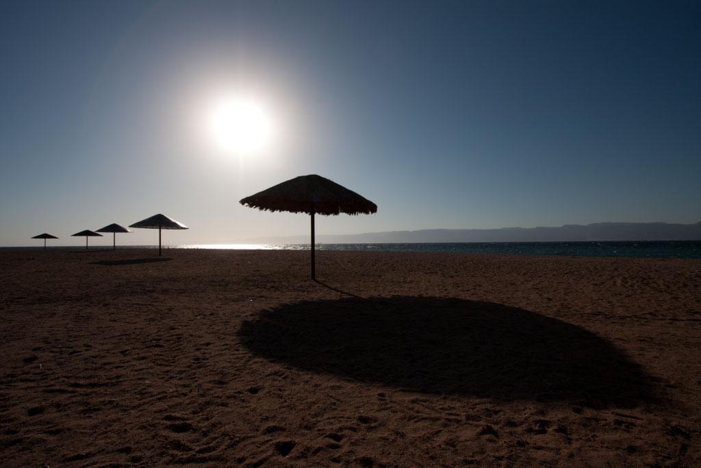 Původní snímek pláže. Není špatný, ale jde z něj chlad. Canon 40D, Canon EF-S 10-22/3.5-4.5, 1/1250 s, f/8.0, ISO 100, ohnisko 10 mm