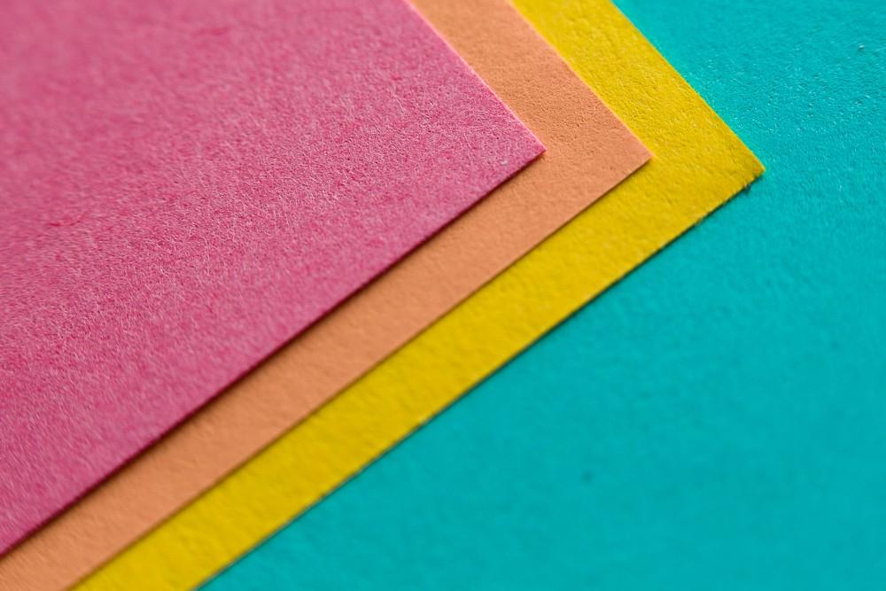 Jedna z možných kompozic barevných papírů.