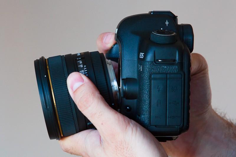 Freelensing – objektiv držený před fotoaparátem.
