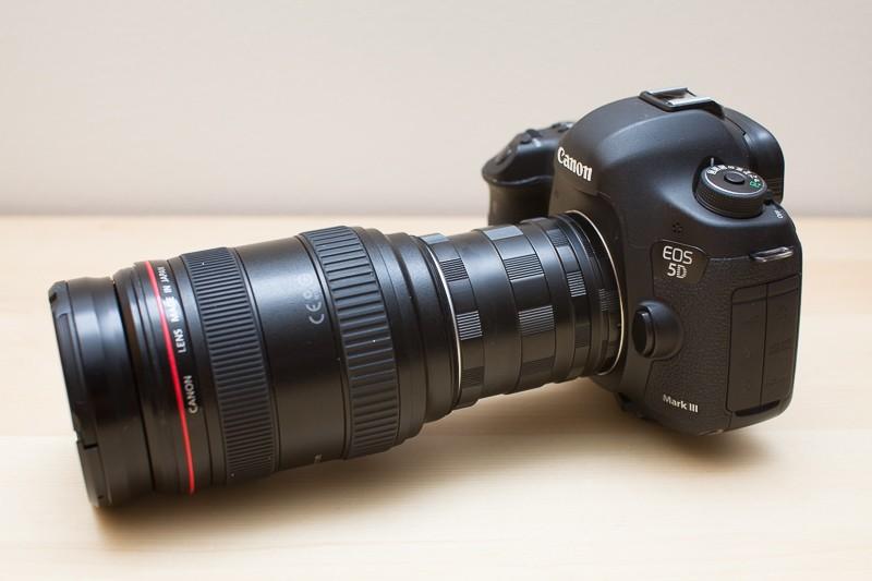 Celková sestava Canon 5D Mark III + tři mezikroužky + objektiv Canon 24–70 mm F2,8.